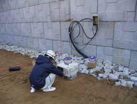 BOTDR測定器による計測と盛土の完成状況